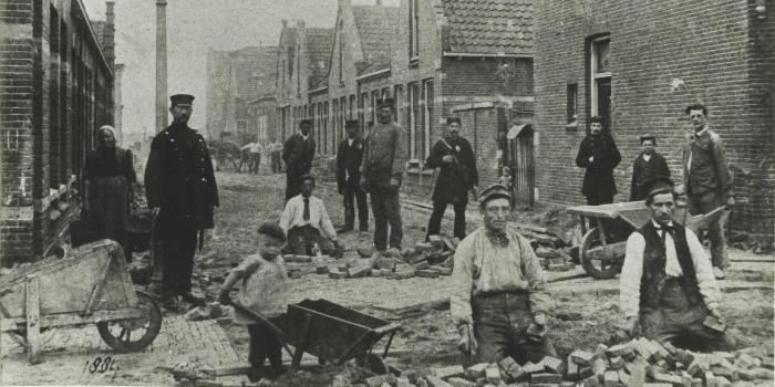 Breesaapstraat Ir. Justus Dirkstraat bestrating 1884